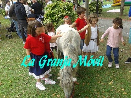 Actividades en las fiestas infantiles con animales y la granja móvil