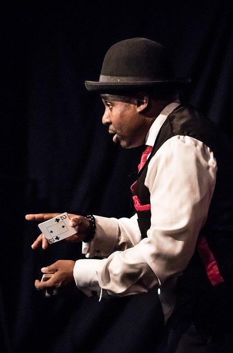 Elegir al mejor mago para tu fiesta de Navidad-magos y cartas